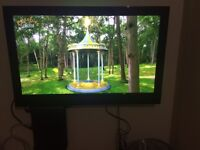 32 inch led TV in great condition widescreen with stand and remote