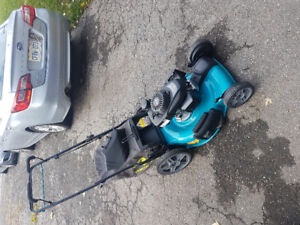 new yardworks 22 inch self propelled lawn mower with a honda