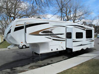 FIFTH WHEEL CRUISER 2011 34 PIEDS **FAMILIALE** (2 CHAMBRES)