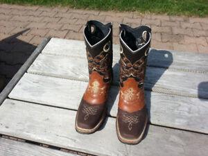 COWBOY BOOTS -- WOMEN'S 9 / MEN'S 7.5