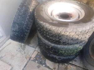 4 beau pneu d'hiver sur rim 245/75R16