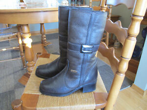 Pajar Shearling ladies boots.As new, worn once.