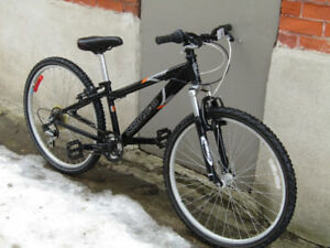 "NORCO MOUNTAIN BIKE / MEDIUM FRAME / 26"" WHEELS"