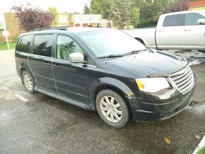 2008 Chrysler Town & Country Minivan, Van