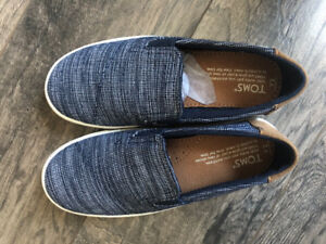 Authentic Toms shoes boys new Y2