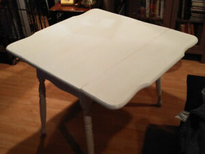 Country drop leaf table