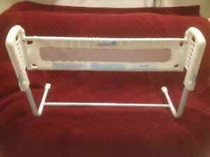 White Safety First Adjustable Height/Length Bed Rail