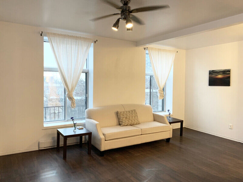 Sunny 3 1/2 apartment in downtown Montreal, 4 min walk to ...