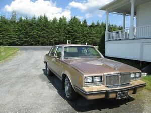 1986 Pontiac Bonneville 2 tons Berline