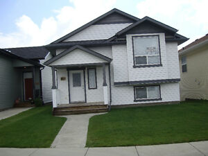 5 BR (Walkout) South Red Deer
