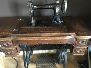 Paddle sewing machine