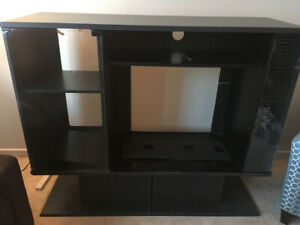 Free - Entertainment Stand