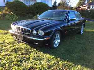 2004 Jaguar  Vanden Plas Luxury Sedan