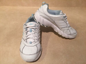 Women's Dr. Scholl's Shoes Size 7 London Ontario image 9