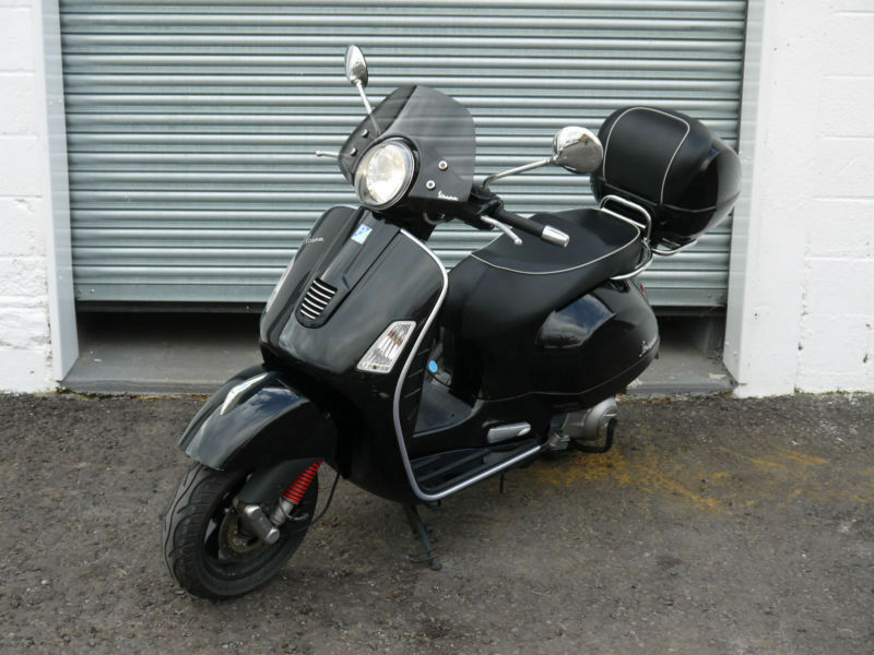 piaggio vespa gts 300 super motorbike moped scooter classic bike motor black in didcot. Black Bedroom Furniture Sets. Home Design Ideas