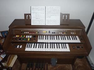 Yamaha electronic organ keyboard