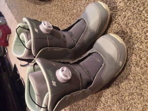 Women's size 7.5 snowboard boots
