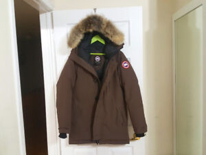 Canada Goose Chateau Parka ( Mens Medium )