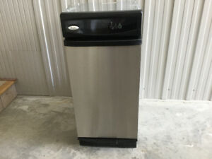 "15"" WHIRLPOOL UNDERCOUNTER TRASH COMPACTOR"