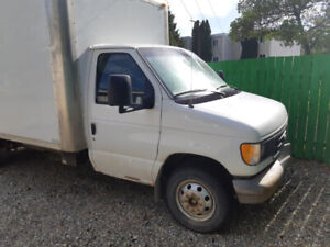 ONE TON FORD CUTAWAY 2003 WITH CARFAX INFO. DELIVERY TRUCK