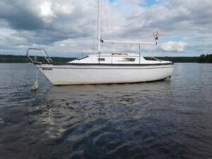 22 Hunter Sailboat