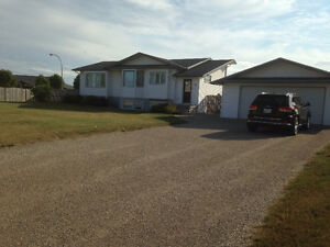 bright open concept raised bungalow in Neepawa