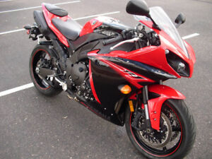 Yamaha YZF-R1 2013 Rapid Red/Raven PRISTINE CONDITION