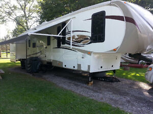 36 ft 2012 Sierra by forest river fifth wheel