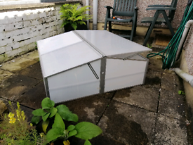 Propagator/mini greenhouse-easily assembled/disassembled