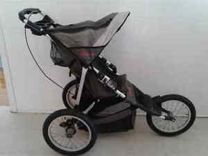 Poussette In Step 3 roues stroller in very good condition!