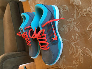 Nike sneakers size 4 youth