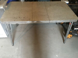 Good condition dinning table or coffee table