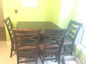 Diningroom table and 4 chairs London Ontario image 1