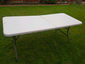 6 foot folding tables (25 available)