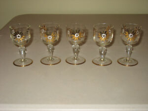 Glasses : 5-pce Stemware with Gold Flowers