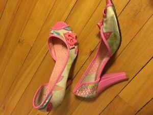 Plusieurs souliers et sandales