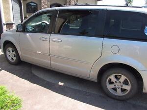 2012 Dodge Caravan stow and go Minivan, Van
