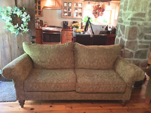 Stunning Rustic Cottage Style Couch, Lay-Z-Boy Living Room Set