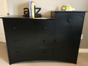 High-end Crib and Dresser Set