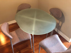 Apartment Dining Table and Four Chairs. Like New!