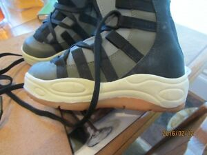 Snowboard Boots - Child's Size 3 US   Immaculate Shape Moose Jaw Regina Area image 7