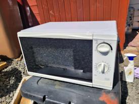 White Tesco Microwave 700W