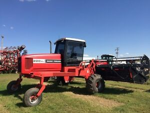 2001 MF220XL Swather