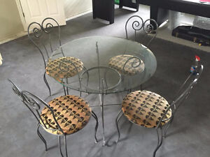 Cafe table & 4 chairs