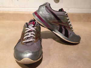 Women's Reebok Easy Tone Smooth Fit Shoes Size 6.5 London Ontario image 8