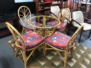 High quality Rattan table and 4 chairs Like new