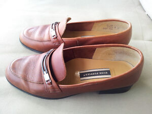 GIRLS / LADIES / WOMENS HUSH PUPPIES LEATHER LOAFERS