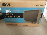 """LCD TV 17"""" silver"""