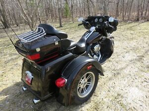 LOOKING FOR A HARLEY TRIKE     THIS IS IT
