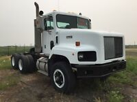 International Paystar Heavy Spec Day Cab Tractor